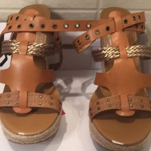 Aldo wedge 8.5 leathers tan excellent condition